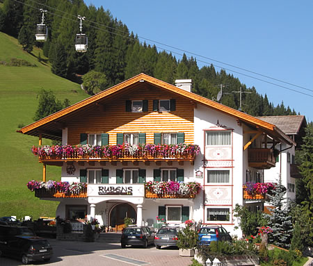 Garni rubens selva di val gardena dolomites south for Design hotel wolkenstein